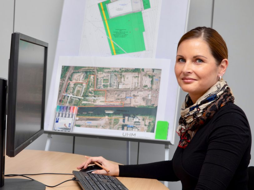 Monik Neumann, Finanzbuchhalterin