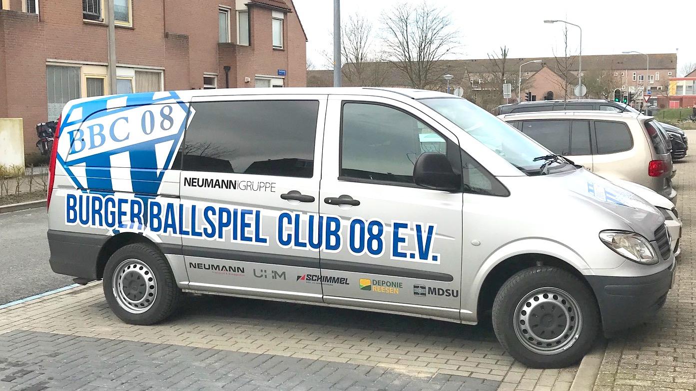 Neumann Gruppe Sponsoring BBC Fahrzeugbeschriftung