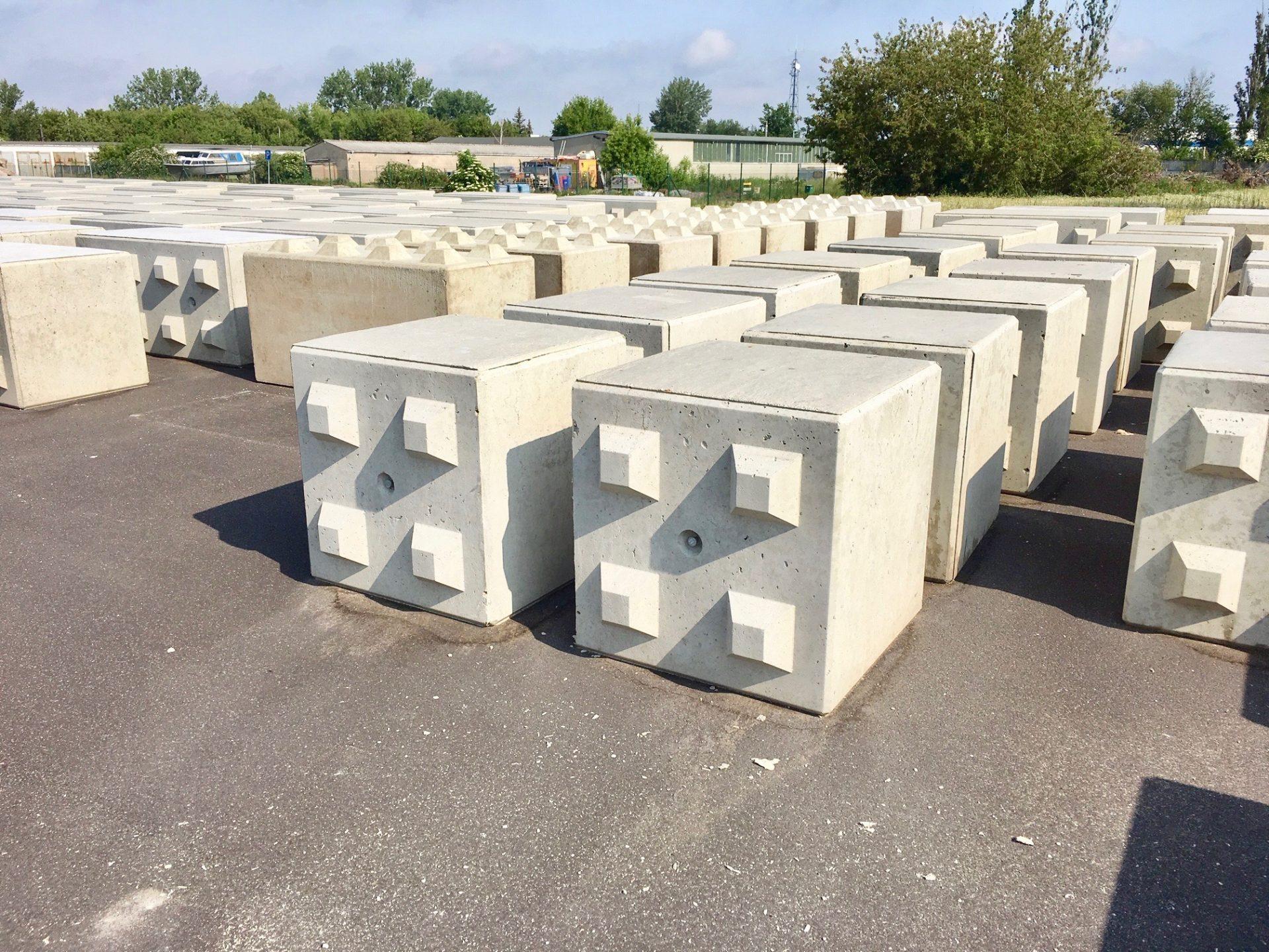 UHM Betonblockstein 80x80x80 cm