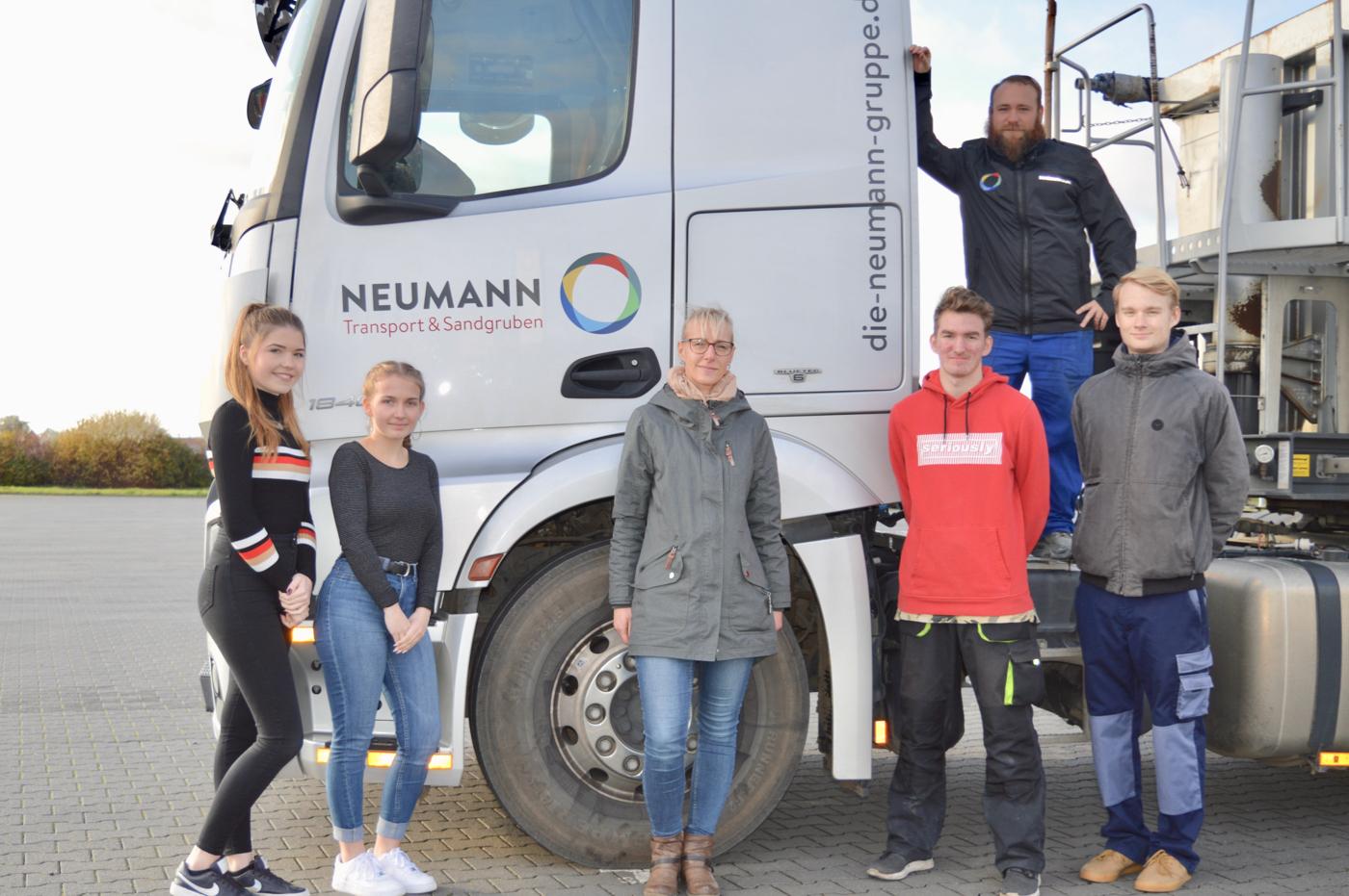 neumann-gruppe-mit-neuen-azubis_2019