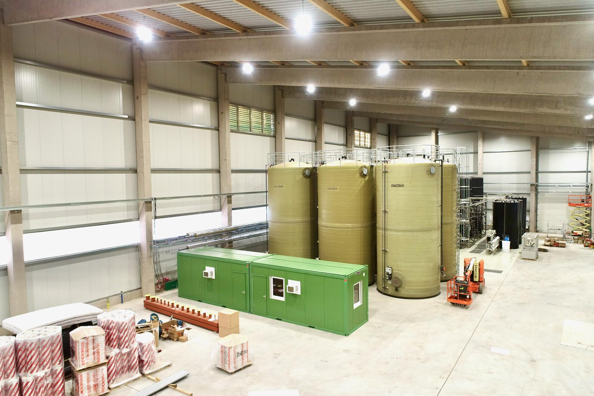 UHM Wasseraufbereitungsanlage in der Halle mit Steuerung